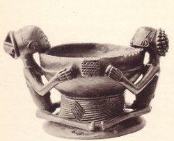 Figurine fétiche en usage lors de l'accouchement (Bena)/Musée Congo