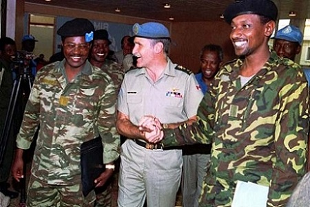 Les généraux Marcel Gatsinzi,  Roméo Dallaire, et Frank Mugambage