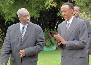 Jallow, le procureur du TPIR, en compagnie de Paul Kagame
